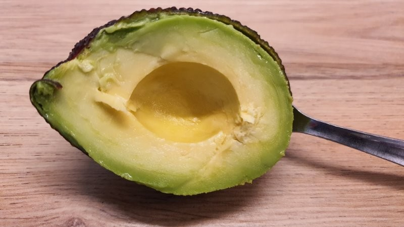 How to peel an avocado 4